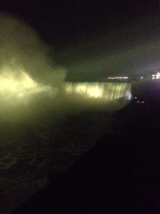 niagara_falls_light-it-up-gold_001