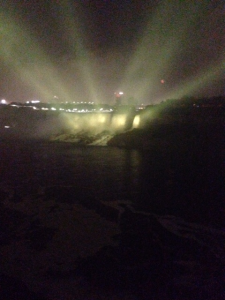 niagara_falls_light-it-up-gold_002